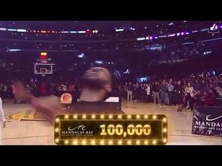 Болельщик «Лейкерс» выиграл 100 000 долларов, забросив с центра площадки