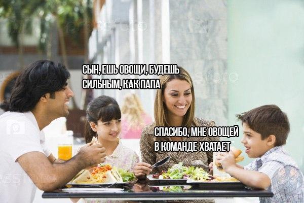 family eating at restaurant - 1024×683