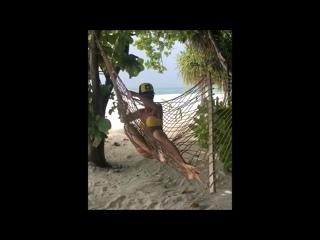 Как Бузова пыталась сфотографироваться в гамаке