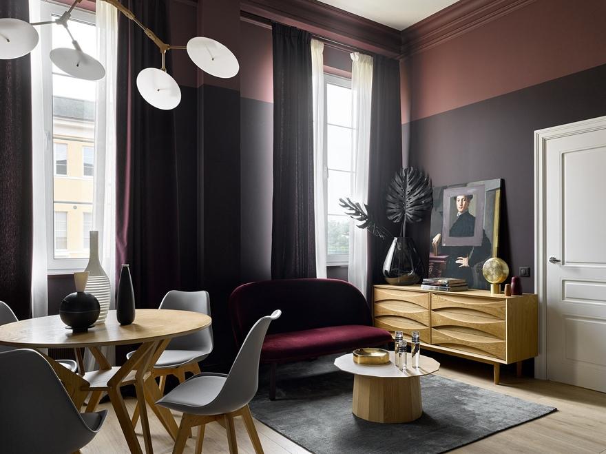 Интерьер квартиры 32 м в Москве с кухней-гостиной и маленькой спальней.