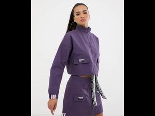 Укороченная фиолетовая куртка и юбка с карманами adidas