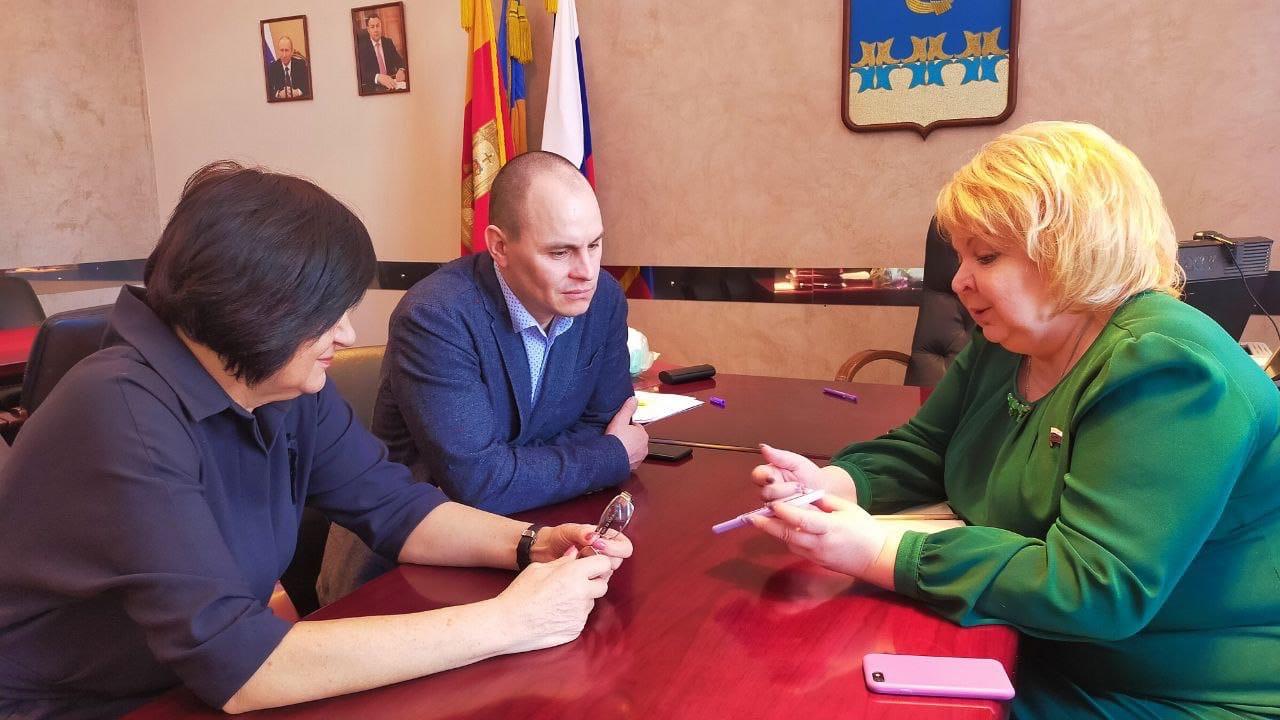 Депутат Госдумы Светлана Максимова 3 маpта с pабочей поездкой посетила город Кимpы
