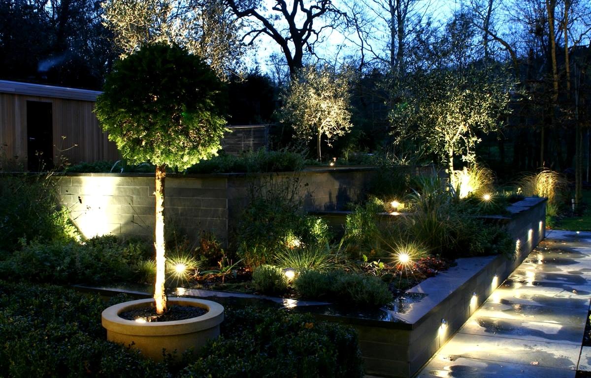 Красивое освещение дачного участка