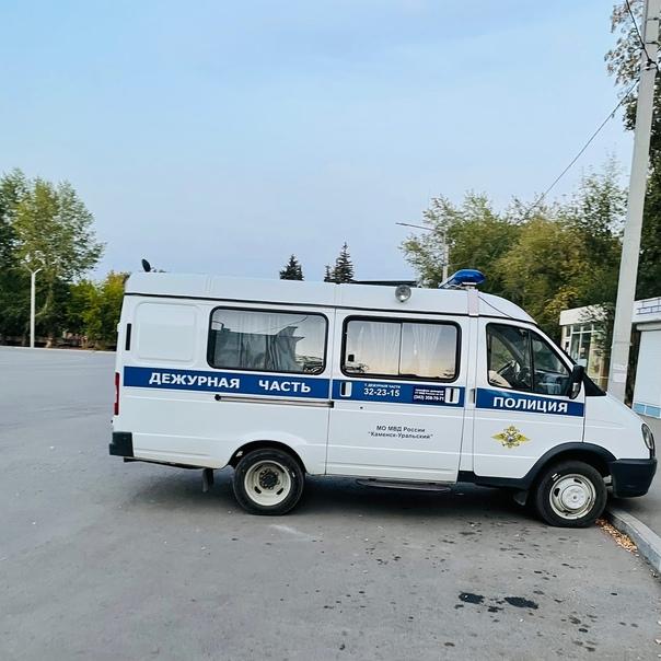 В Каменске-Уральском местный житель отдал телефонн...
