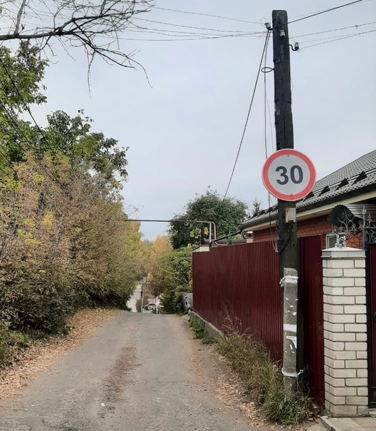 В Курске планируют обустроить парковку на улице ВЧК.   Жители этой улицы в очередной раз пожаловались... Курск