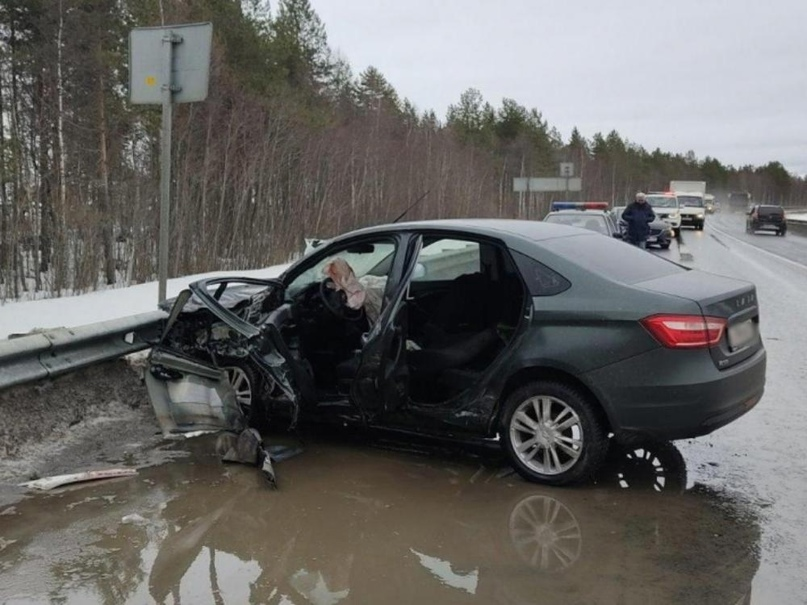 Под Северодвинском «Lexus» протаранил два автомобиля. Три человека в больнице
