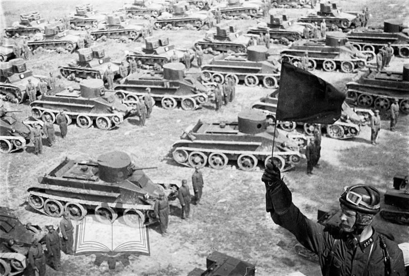 Основой советских танковых частей стали Т-26 и БТ.