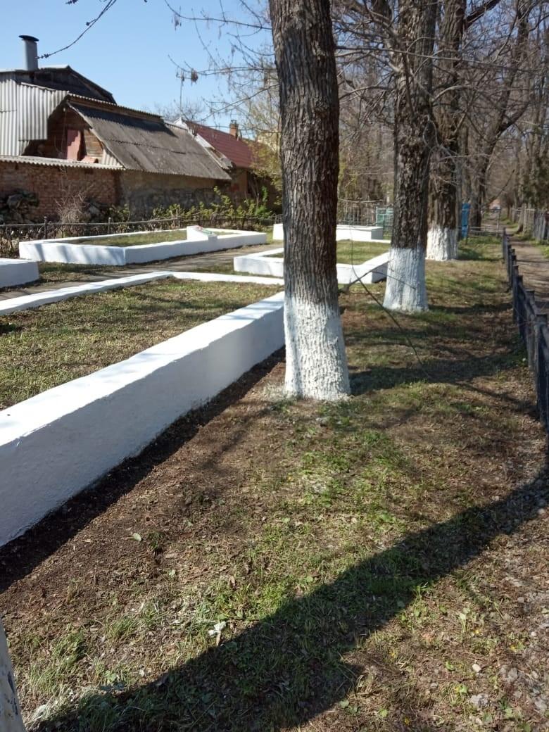 Волонтеры «Красного котельщика» благоустроили братские могилы