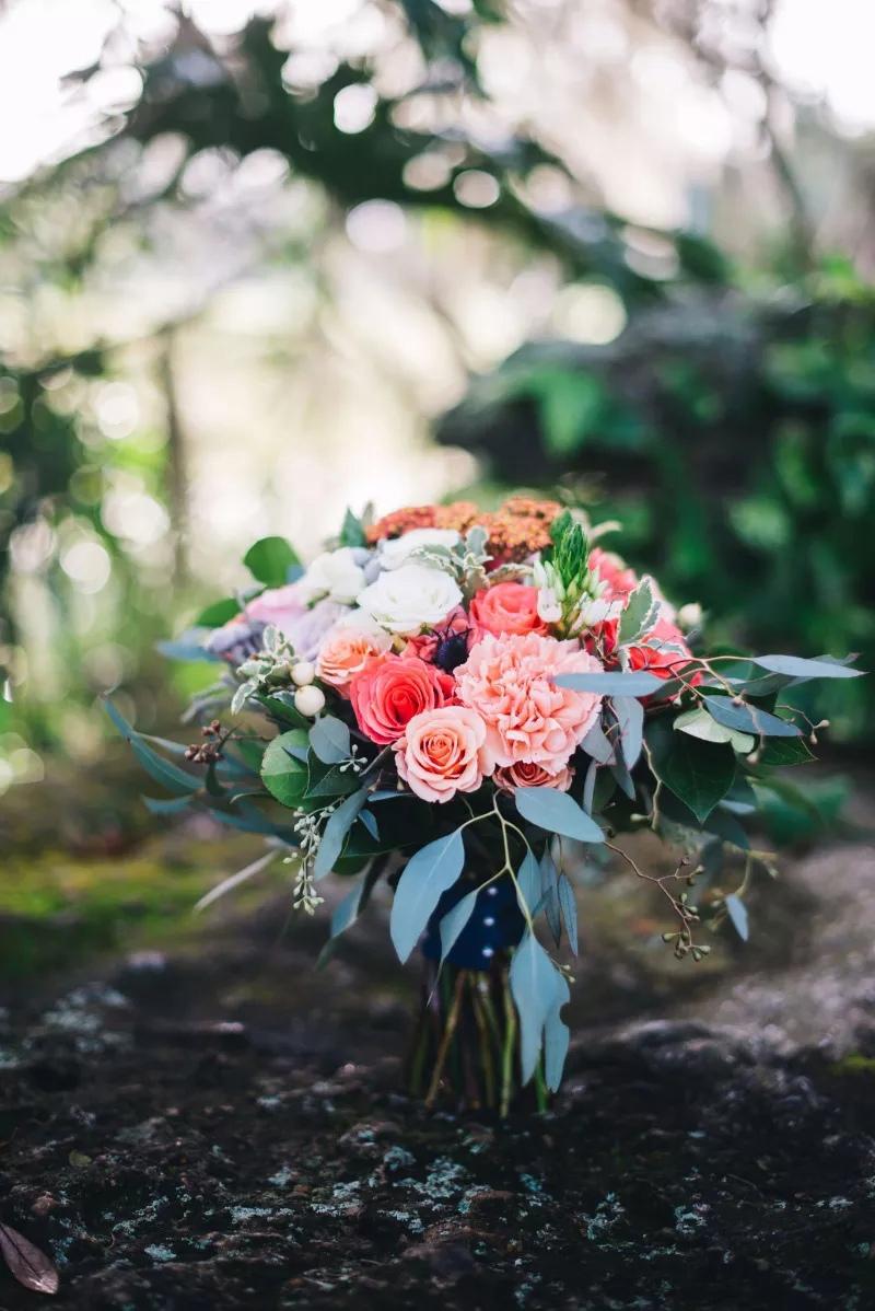 7K FtKXhETA - Свадебные букеты с гвоздиками - фото