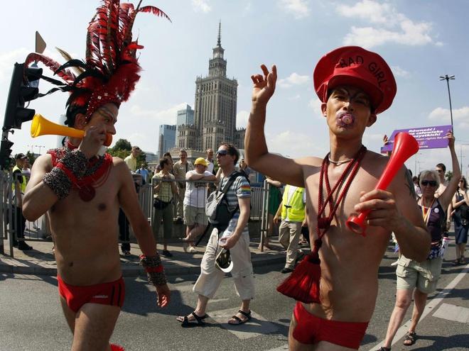 Немецкие священники благословили однополые браки и осудили Ватикан