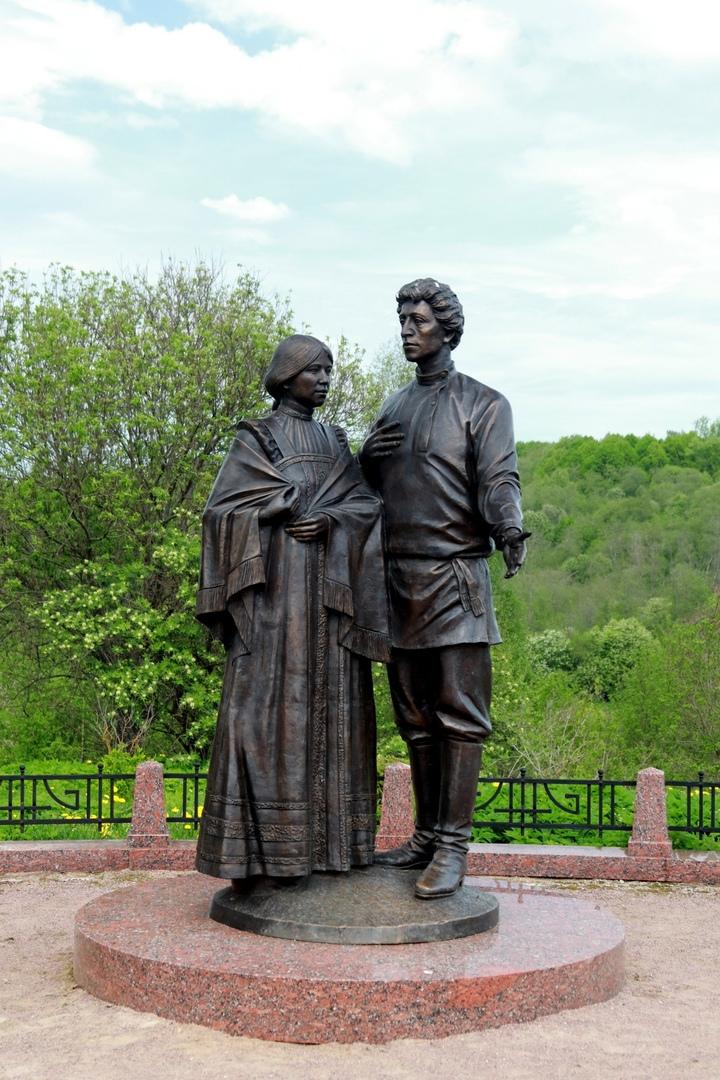 Памятник А.Блоку и Л.Менделеевой. 2008 г. Скульптор А.Рожников