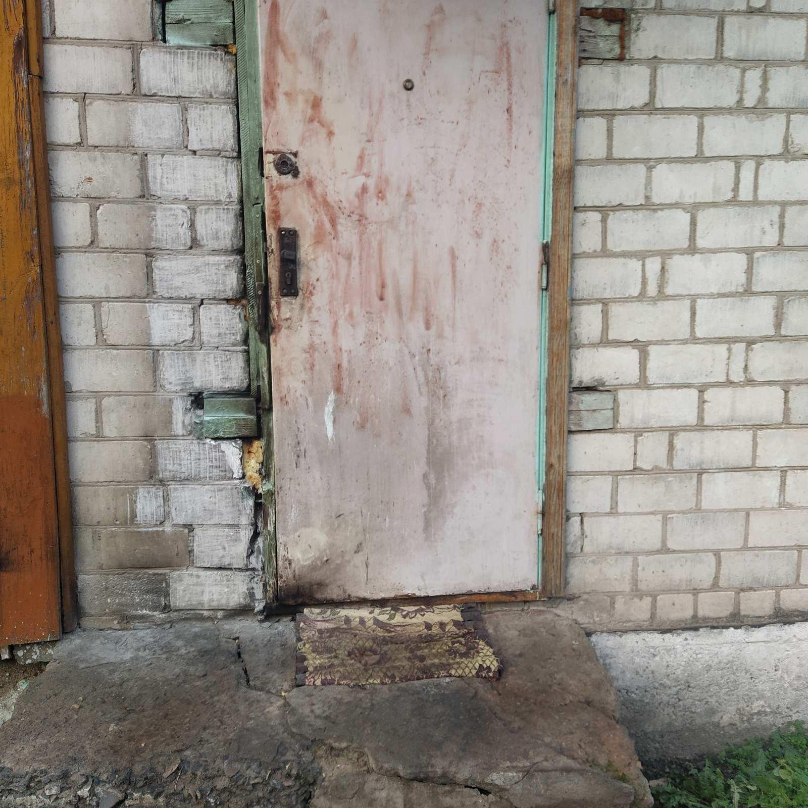 В Лидском районе мужчина поджег дверь дома односельчанки.