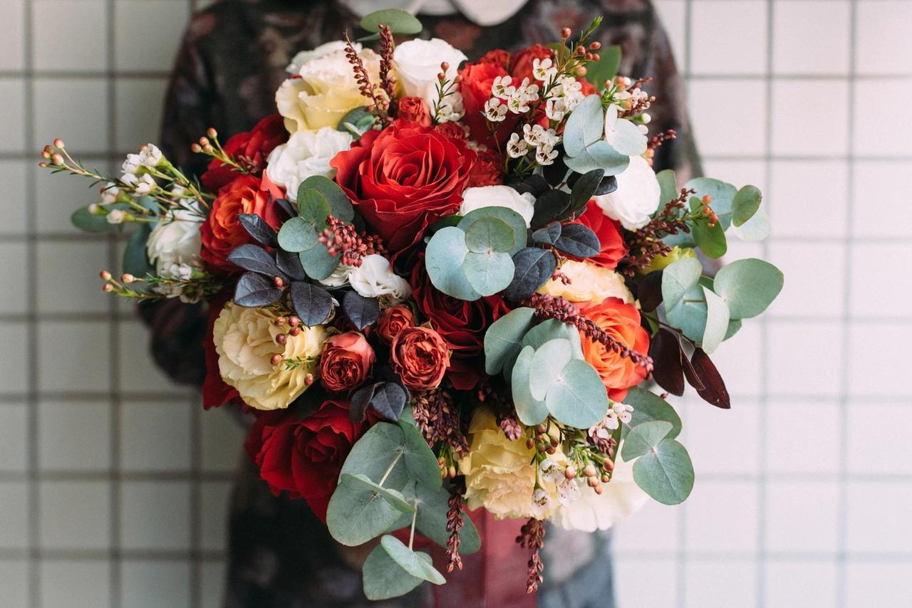 Разыскивается Офис-менеджер в офис компании «7 цветов». Нужно приветливо встречать гостей.