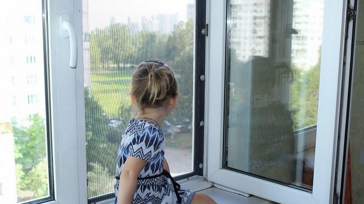 В Ижевске 6-летняя девочка выпала из окна