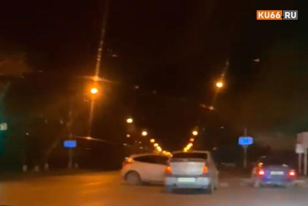 Вечером на Алюминиевой в Каменске-Уральском столкн...