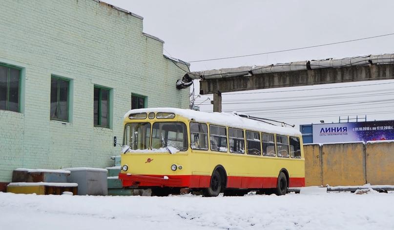ЗИУ-5 стоит на территории депо в ожидании ремонта или мецената, который вернет его к жизни. Фото 40RUS