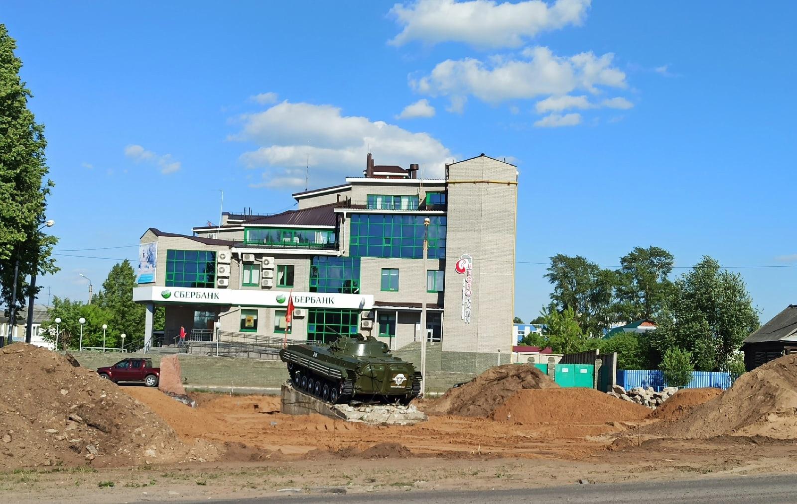Вот так сейчас выглядит сквер около памятника