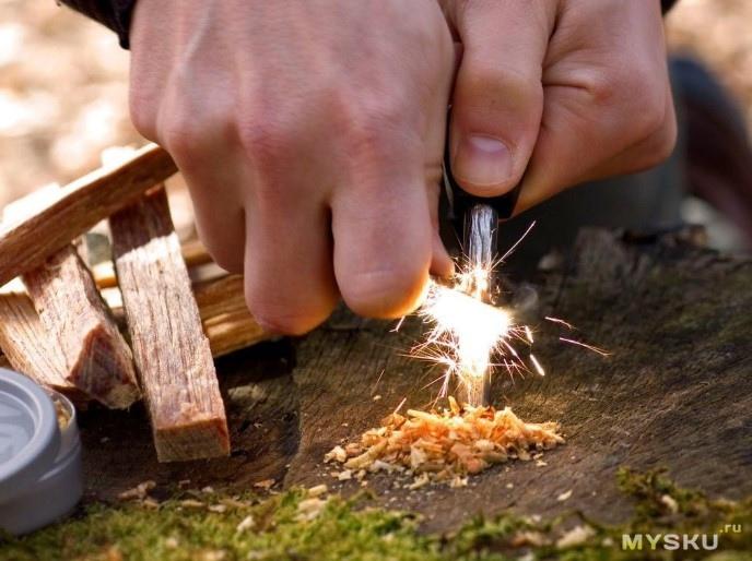 Процесс разжигания огня с помощью современного (туристического) огнива