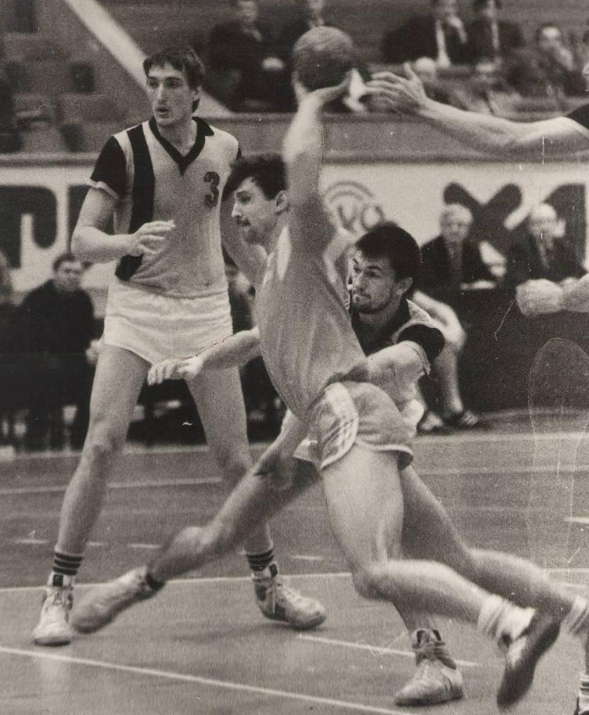 Александр Степаненко (№3) в матче СКИФ — СКА (Минск)