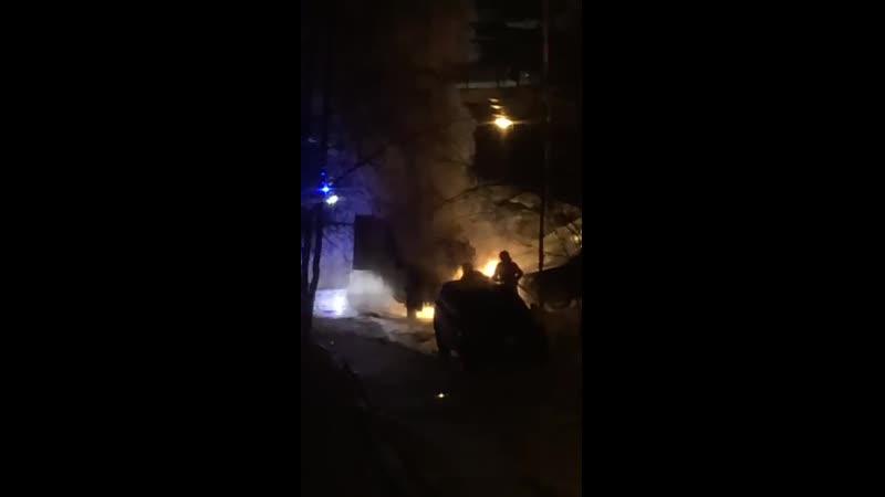 Пожар в Нижневартовске на улице Дружбы Народов 30Б автор видео Татьяна Артемьева