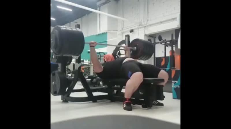 Кушхов Асланбек жмёт 245 кг на 3 повторения