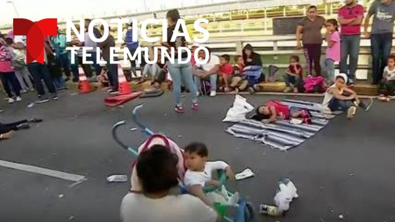 EXCLUSIVA NOTICIAS TELEMUNDO: Migrantes junto a sus hijos bloquedan cruce fronterizo de Matamoros