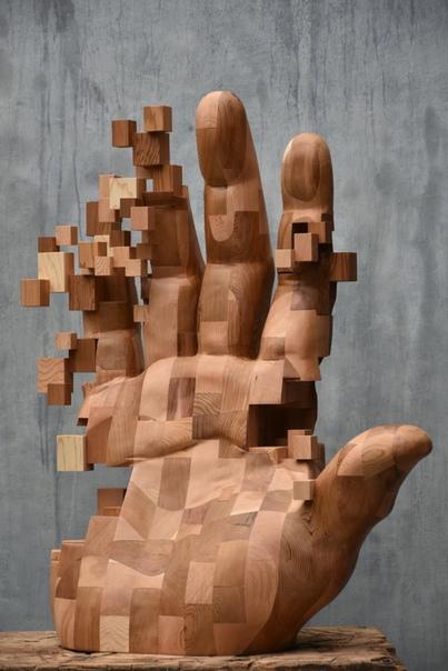 Hsu Tung Han скульптор из Тайваня, автор более сотни уникальных деревянных скульптур Он придумал и разработал свою технику, добавив в работы обычные геометрические фигуры. Маленькие деревянные