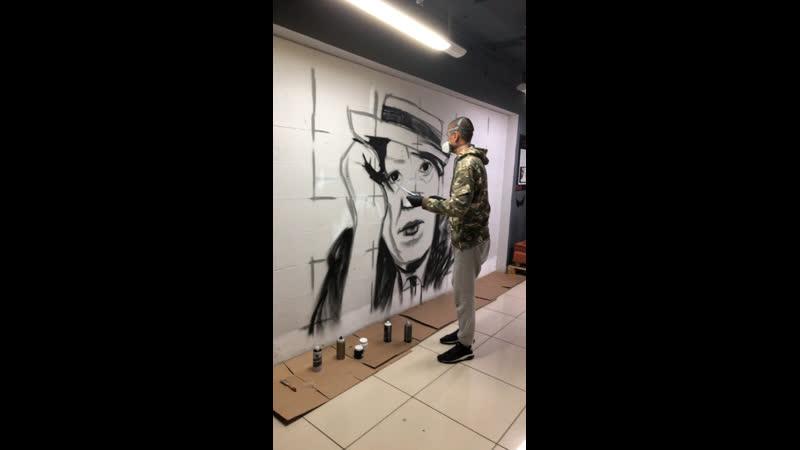 Рим Арт создаёт графитти портрет в Облаках