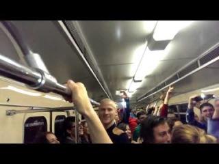 Шок! Дебилы в киевском метро 17 мая , Украина це Европа !