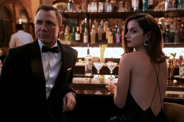 Ана де Армас поделилась новым кадром блокбастера «007: Не время умирать»