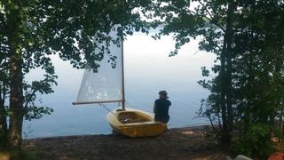 путешествие на самодельной парусной лодке.