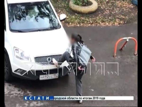 Власти Арзамаса не могут унять жительницу которая прыгает по автомобилям соседей и танцует на них
