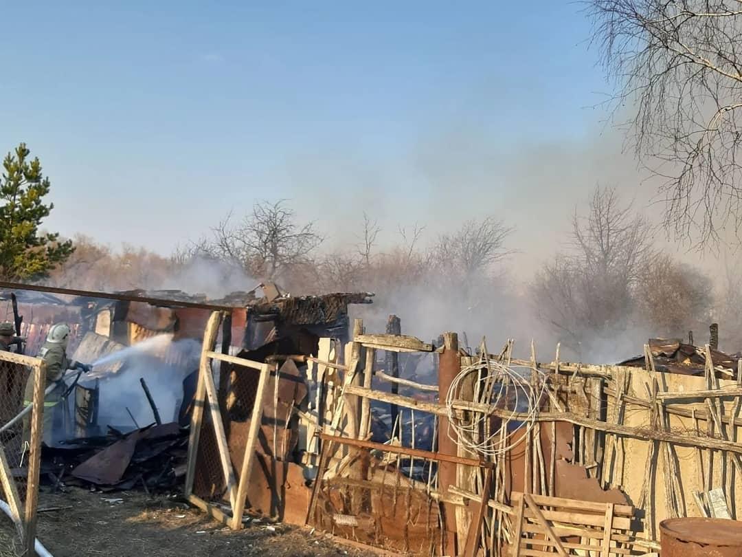 В селе Бобровка Петровского района сгорел дом