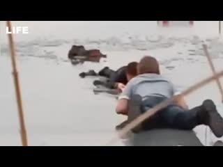 18-летний парень спас провалившегося под лёд ребёнка