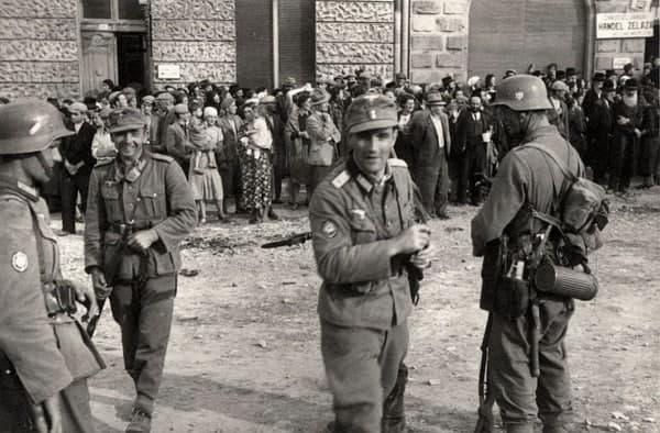 Операция «Гиммлер». Гляйвиц (Германия, сейчас Гливице, Польша), 31 августа 1939 года. В конце 1930-х Третий Рейх набрал достаточно мощи, чтобы озаботиться расширением территории. Ближайшей целью